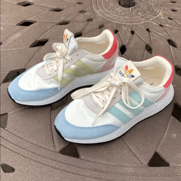 NEU Adidas Sneakers Limited Edition